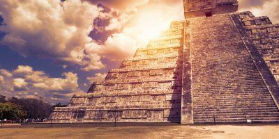 El Castillo (The Kukulkan Temple) of Chichen Itza, mayan pyramid in Yucatan, Mexico. It's  one of the new 7 wonders of the world; Shutterstock ID 538786276; Producto y Campaña: -; Departamento: -